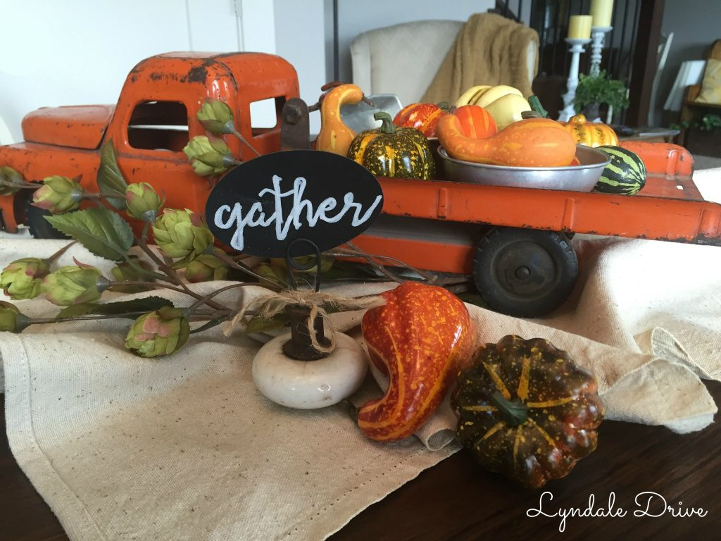 decorating-a-fall-table