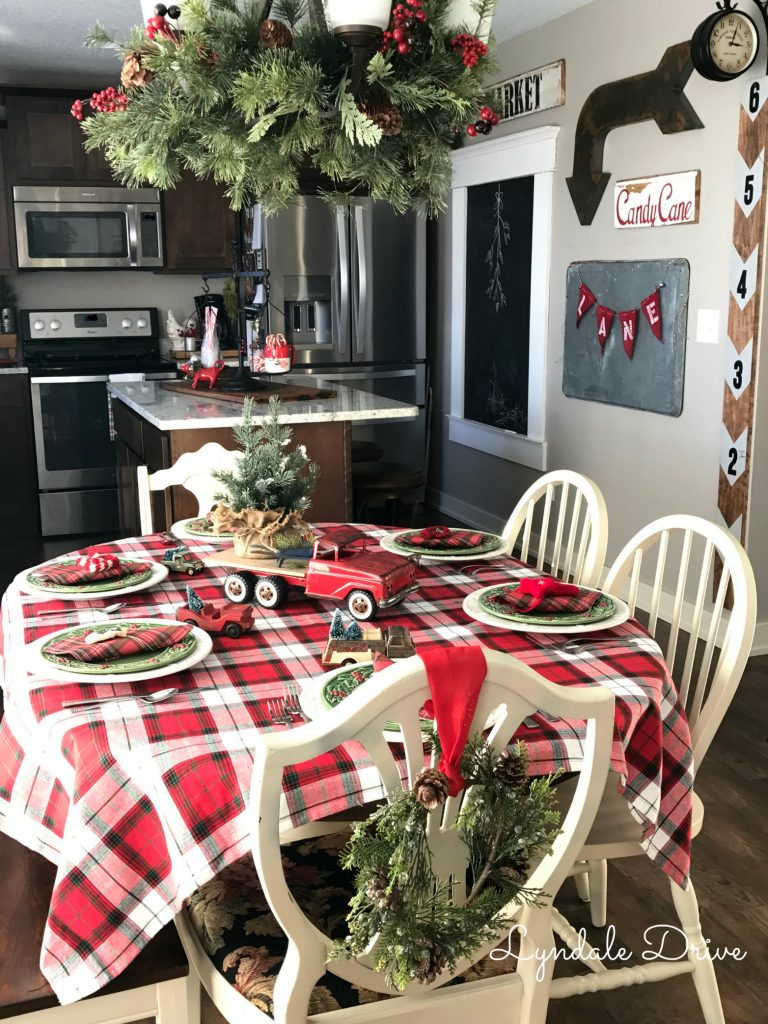 farmhouse-christmas-table