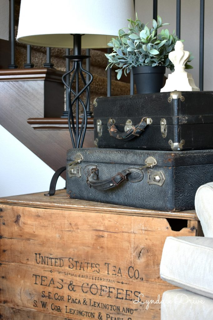 suitcase-endtable