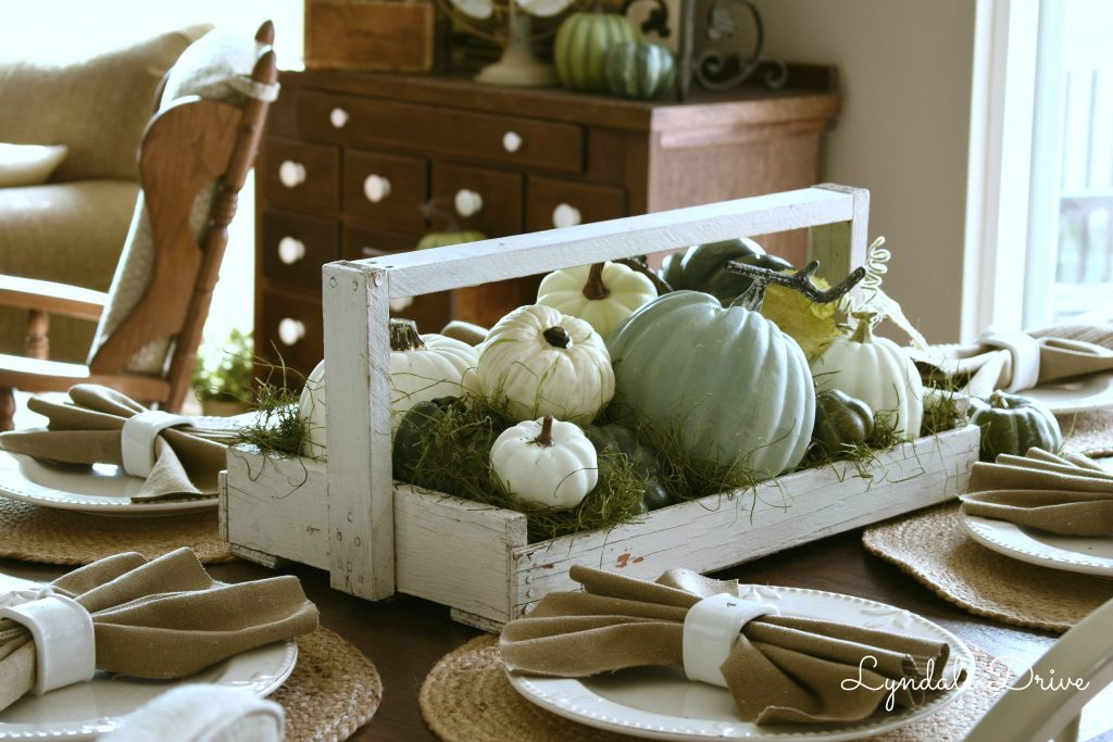 Farmhouse-neutral-table