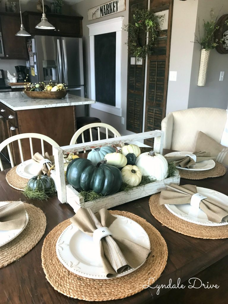 Farmhouse-table-fall